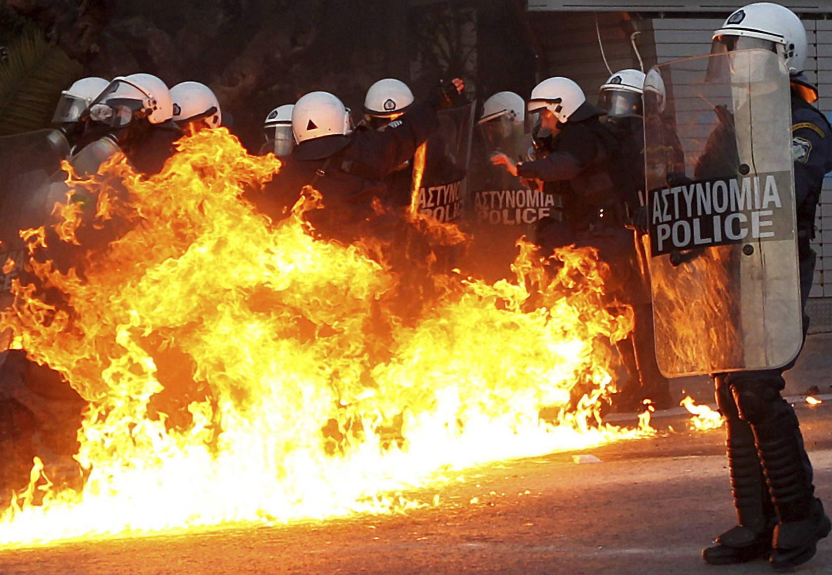 Batalla campal en Grecia