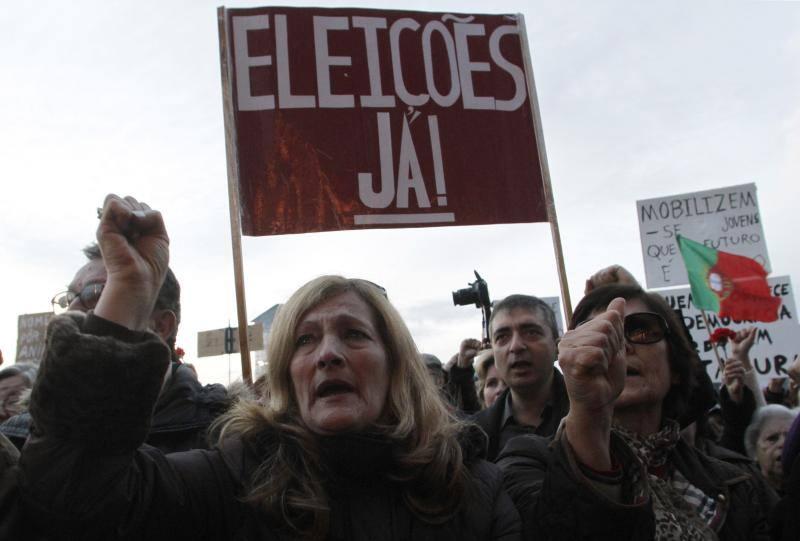 Portugal se echa a la calle contra la 'troika' y el Gobierno
