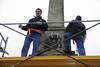 Retirada de símbolos franquistas en Cáceres