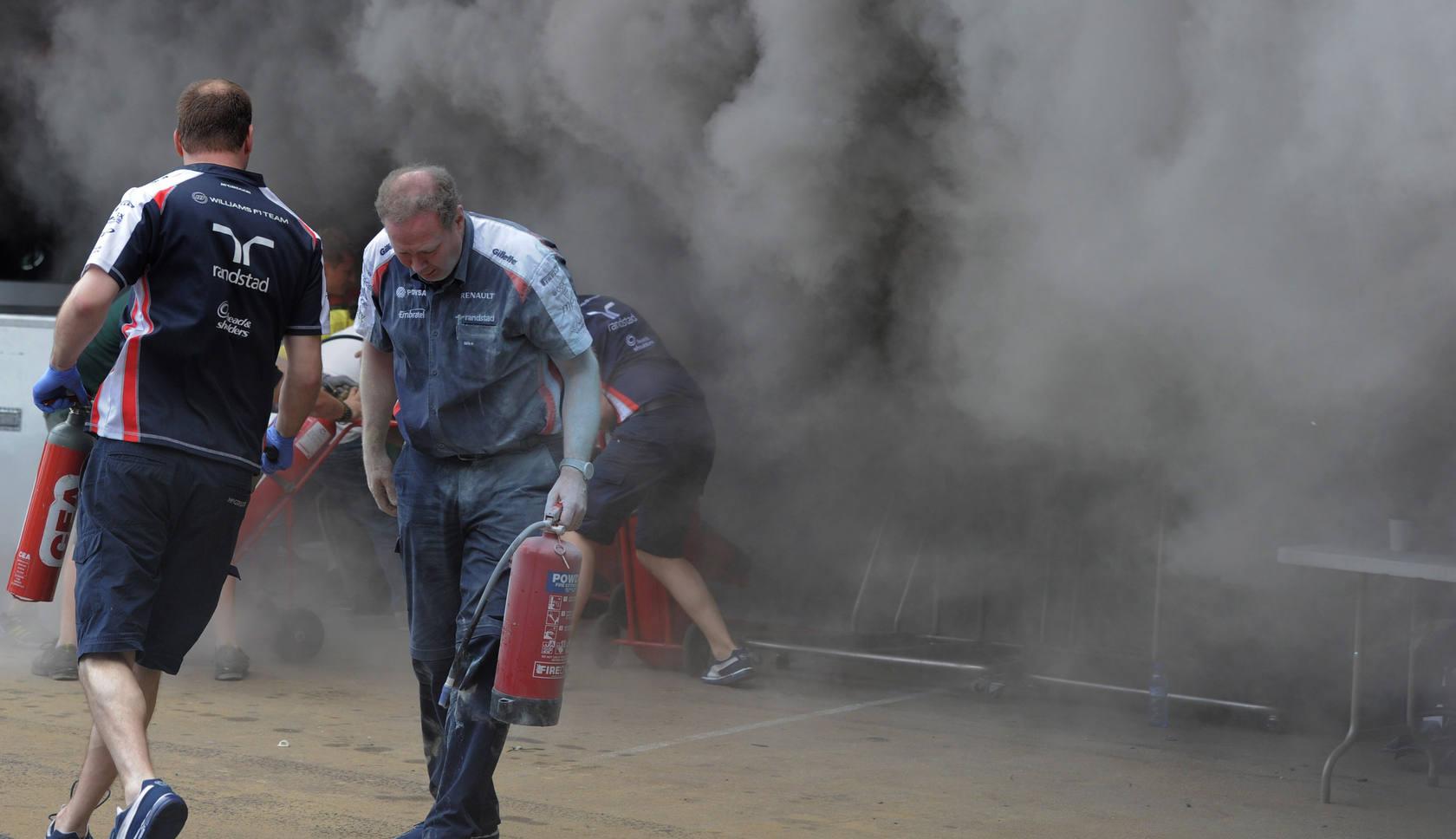Un herido grave por el incendio en el taller de Williams en Montmeló