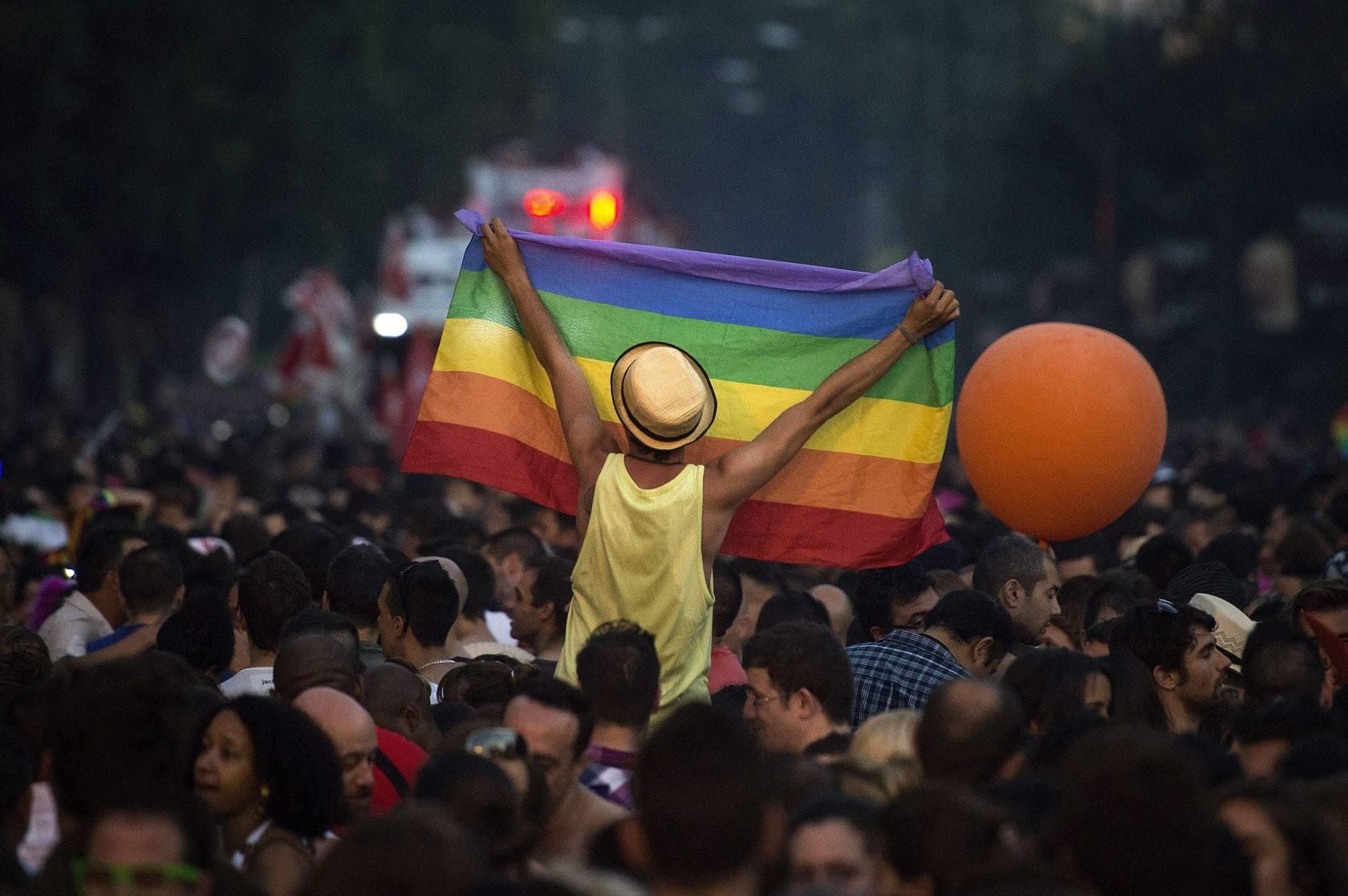 Una 'marea arcoiris' recorre Madrid